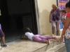 mujer-entrando-al-santuario-descalza-y-a-rastras