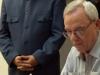 0009 El Embajador de Venezuela en Cuba (de pie) y Eusebio Leal, historiador de la Ciudad realizan la cancelación de sellos.