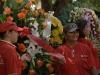 0024 Ofrenda floral ante un busto de Bolívar.