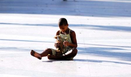 Boy in Havana Park.  Photo: Caridad