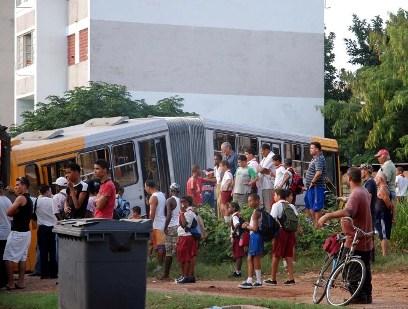 Metrobus en La Habana.  Foto: Caridad