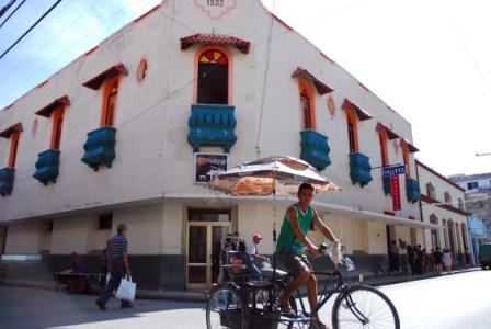 Calle de Holguin, Cuba.  Foto: Caridad