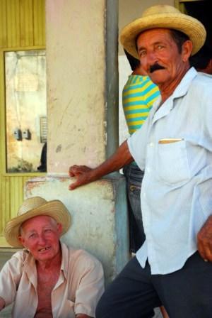 Muchos cubanos esperaban anuncios importantes, medidas que alivien la situación.  Photo: Caridad
