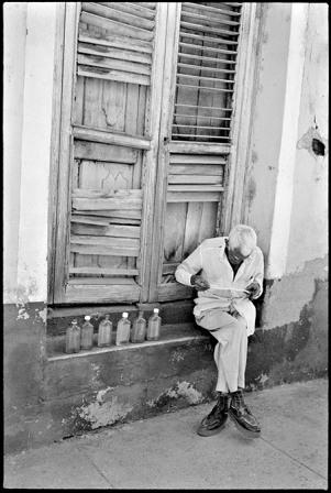 Lector en Trinidad, Cuba.  Foto: Paul Harris