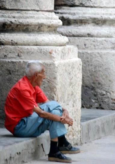 Esperando y esperando.  Photo: Caridad