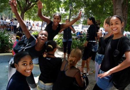 Cuban students in Havanas Central Park.  Photo: Caridad