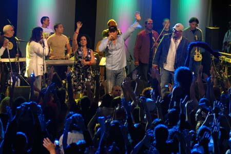 For many Cubans attending a live Los Van Van concert at least once in their lives is an absolutely necessary ritual. photo from Granma newspaper