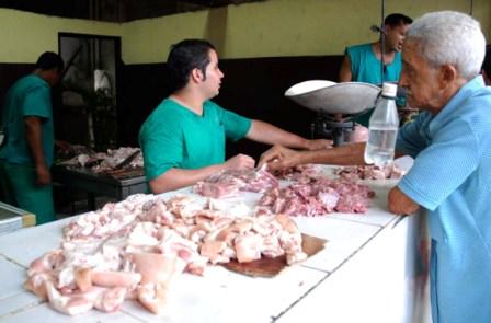 Cuba imports over US $2 billion in food each year.  Photo: Caridad