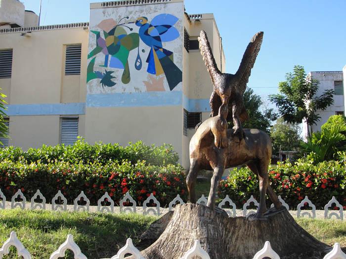 Obra del esculptor Roberto Fabré Isaac.  Foto: Elio Delgado