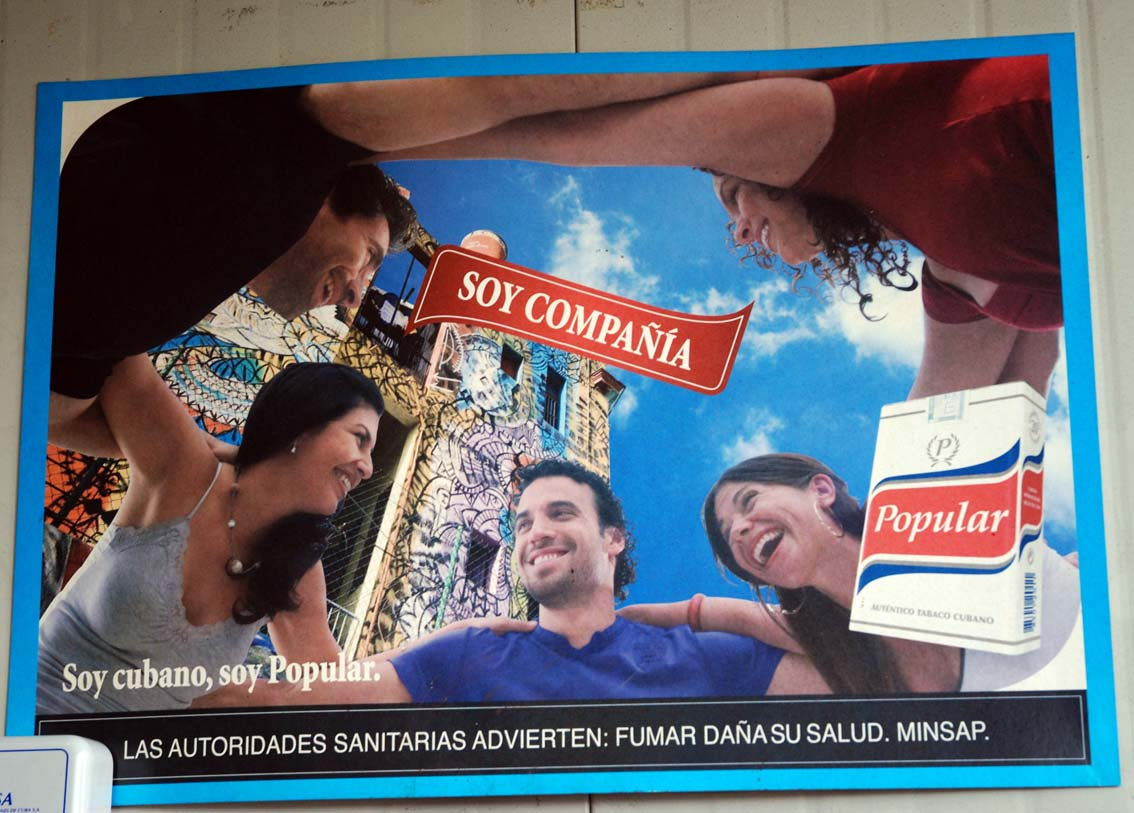 Anuncio que promueve fumar.  Foto: Irina Echarry