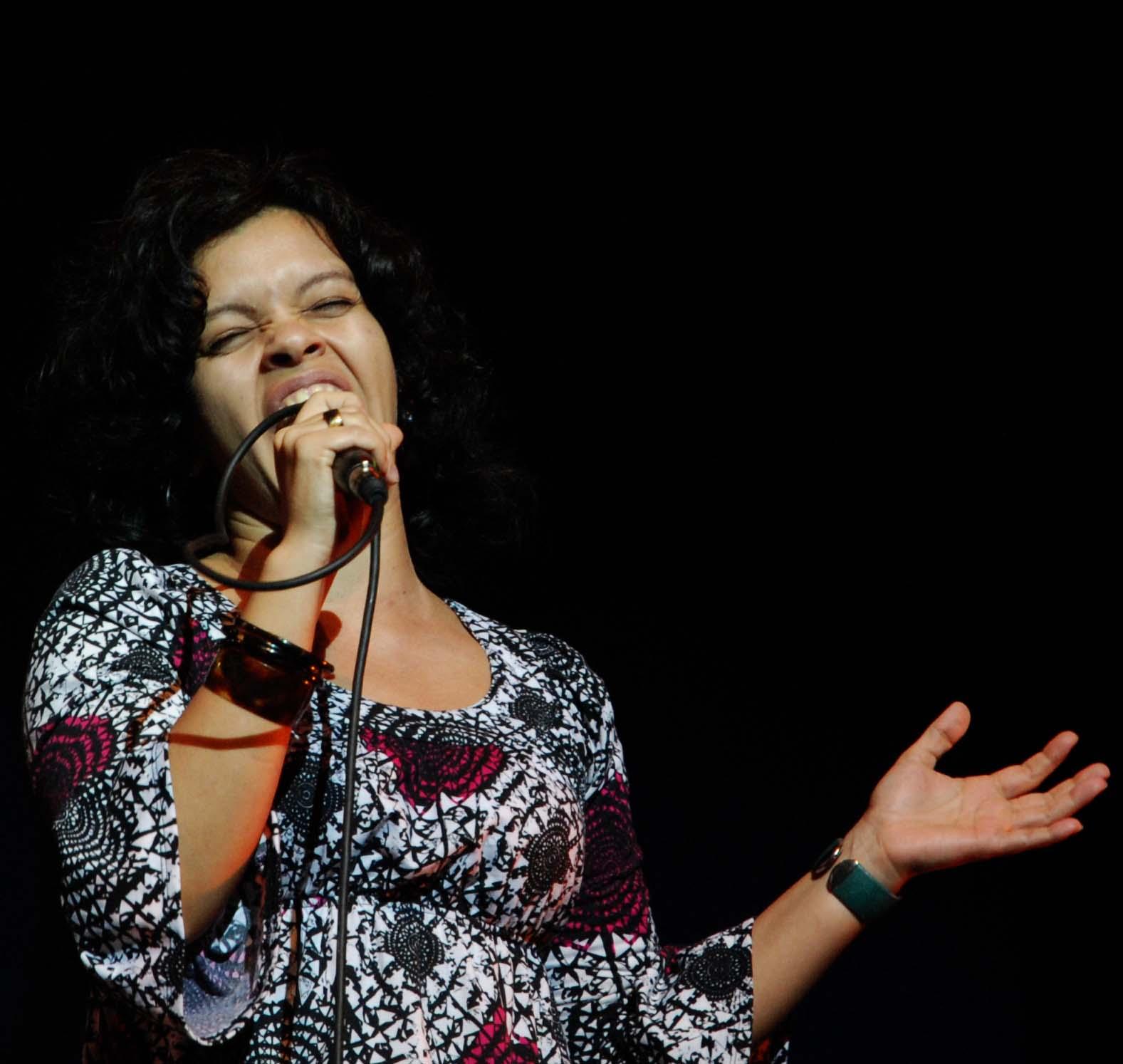 Gretchen Suárez, vocalista.