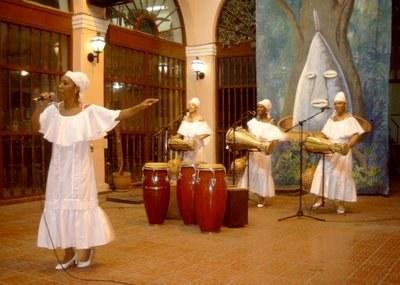 The Obini Bata group in concert.  Photo: trabajadores.cu