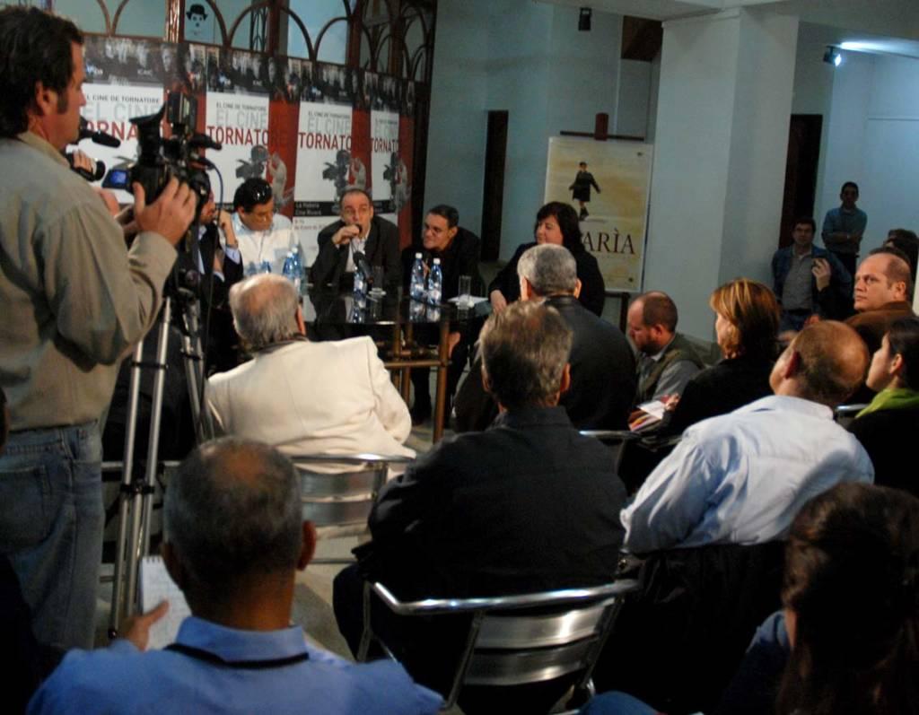 Giusseppe Tornatore en conferencia de prensa en La Habana.