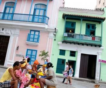 Plaza en la Habana Vieja, foto: Caridad.