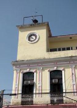 El reloj que marca el tiempo en Pinar del Río.