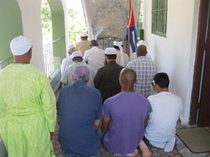 Cuban Muslims praying in Havana. Photo: Manuel Guerra Pérez.