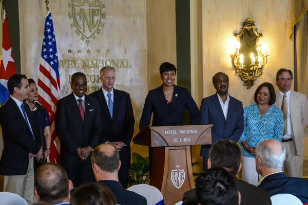 Washington D.C. mayor Muriel Bowser (C), with her delegatoin in Havana. Foto: /Marcelino VAZQUEZ Vazquez /ACN